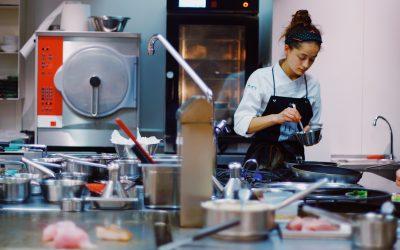 Kvalitetstjekkede forklæder til ethvert køkkenarbejde