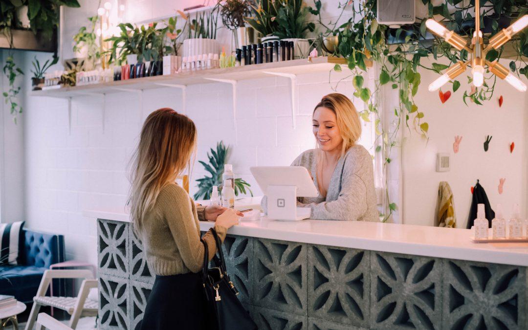 Udsmyk din butik med bæredygtigt inventar