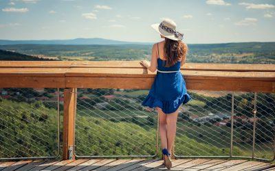 På udkig efter en smuk kjole i blå?