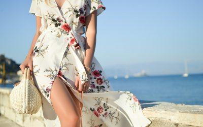 Sæt farver på hverdagen med blomstrede kjoler